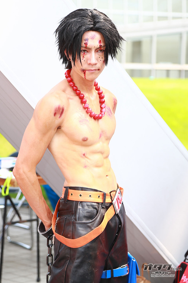 LA face cachée du cosplay !! - Page 4 Comiket-84-COsplay-030