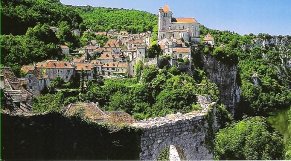 Saint-Cirq Lapopie_petitrandonneur